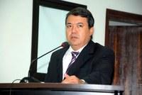 Dr. Sandro solicita substituição do calçamento no Ginásio de Esportes