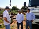 Vereadores visitam poço da Sanesul e gerente explica falta de água no município