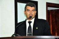 Quemuel solicita pavimentação asfáltica no Conjunto Francisco Alves