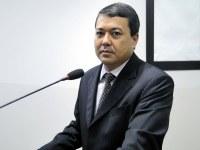 Vereador Sandro busca alternativas para contribuir no combate à dengue