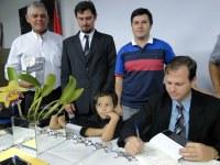 Vicente Lichoti prestigia lançamento de livro que retrata construção das relações entre brasileiros e paraguaios