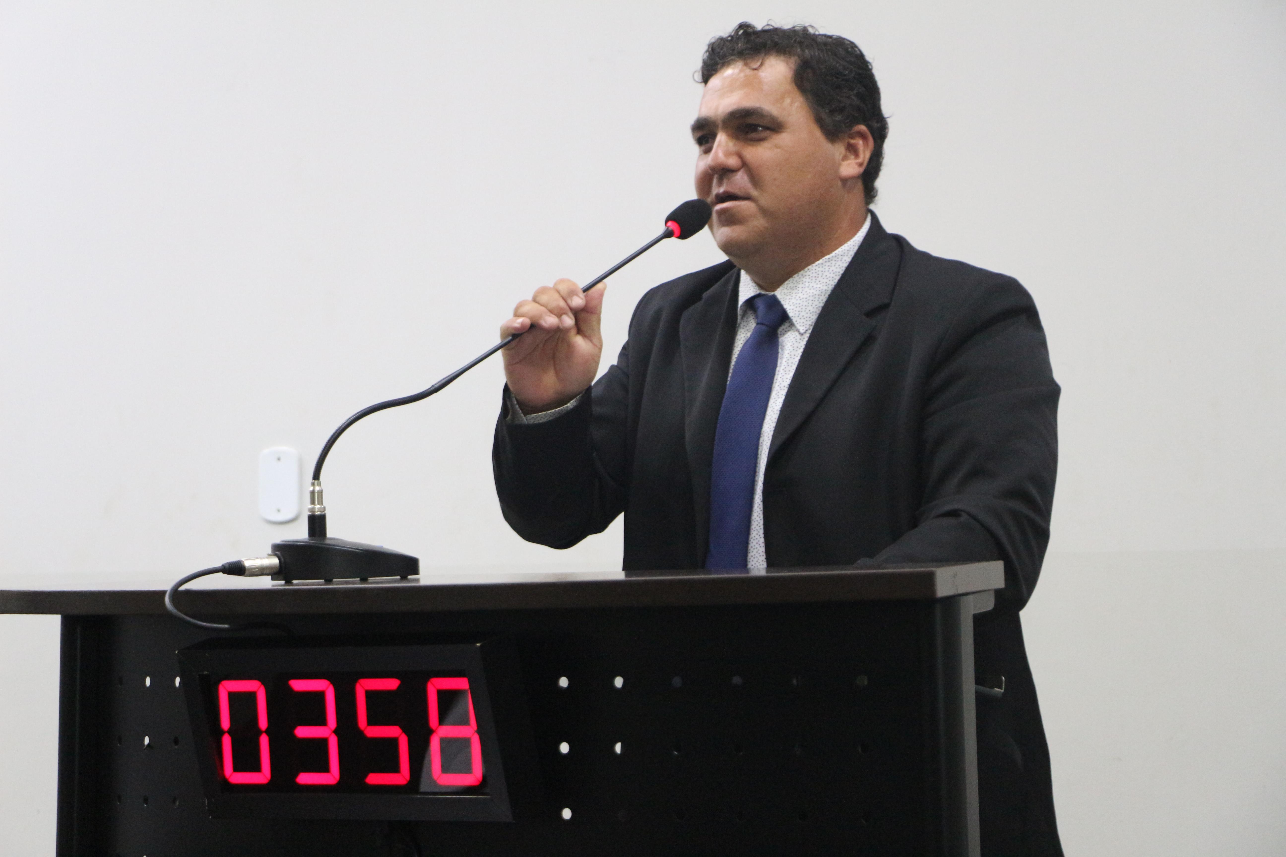Deildo solicita iluminação pública na Rua Anaurilândia