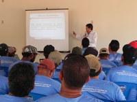 Dr. Sandro ministra palestra sobre DST/AIDS aos funcionários da BrasilWood