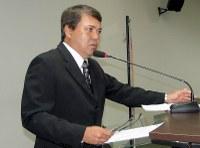 Sandro Hoici quer limpeza periódica dos canteiros centrais
