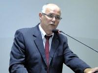 Robertinho questiona custeio do serviço de iluminação pública