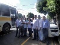 Vereadores participam de solenidade de entrega de veículo para a Apae