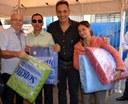 Vereadores ajudam na distribuição de cobertores para famílias de Nova Andradina