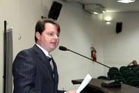 Adriano quer funcionamento do Velório Municipal