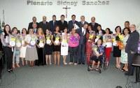 Câmara de Nova Andradina presta homenagem às mulheres