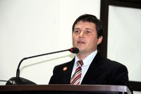 Vicente requer melhorias no sinal da Vivo em Nova Andradina