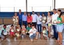 Vereadores participam de entrega de bolas para crianças