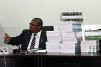 Presidente da Câmara denuncia descarte de livros didáticos