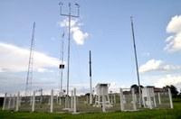 Ricardo Lima e Dr. Sandro requerem informações sobre estação meteorológica