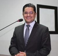 Ricardo Lima pede urgência em recuperação de ruas