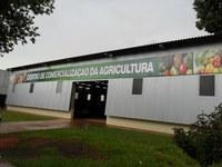 Valter quer atualização da placa de identificação do Centro de Comercialização da Agricultura