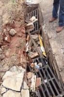 Valter reitera pedidos para realização de serviços de tapa buracos e limpeza de bueiros